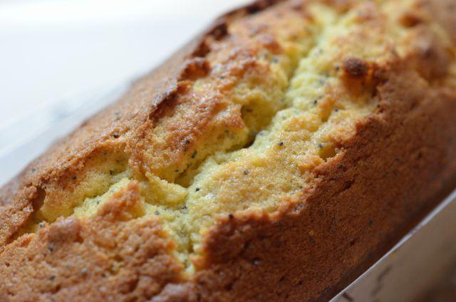 爽やかな香りと苦味 マーマレードとブルーポピーシードのケーキ