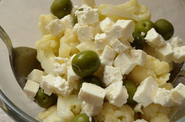 ほっこり茹でたカリフラワーの美味しさ カリフラワーのギリシャ風サラダ