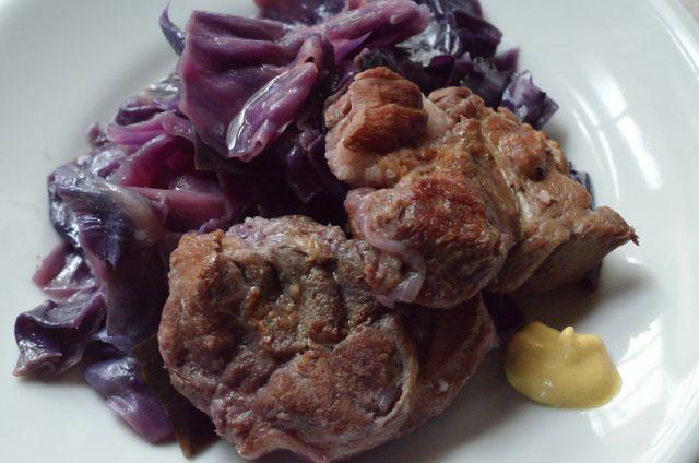 ずっしりキャベツをひと玉ぺろり 紫キャベツと塩豚の煮込み