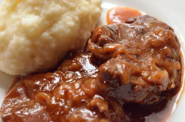 ビーフシチューの簡単で美味しい作り方 牛肉のビール煮込み