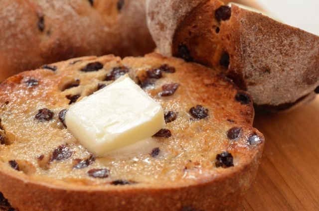 バターをたっぷり塗って食べたい! 「ホシノ丹沢天然酵母」で作るカレンズ・ライ