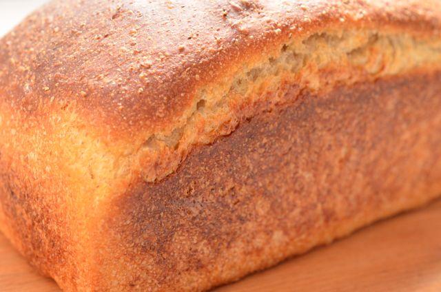 香ばしさとコクのある素朴な味わい ライ麦のローフパン