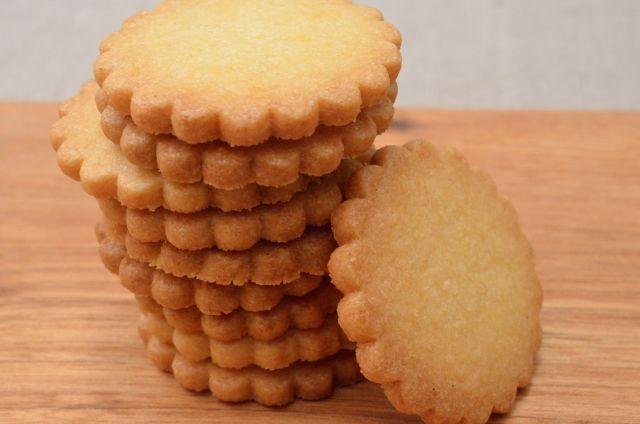 粉とバターの風味を味わう シンプルなフランス風ビスケット