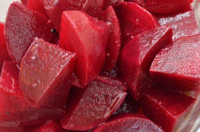 サラダのマンネリ解消に 体もよろこぶ赤いビーツのサラダ